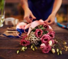 Flower arranging lifestyle flower arranging